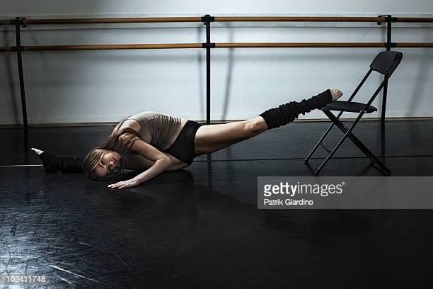 ballet dancer stretching in studio - レッグウォーマー ストックフォトと画像
