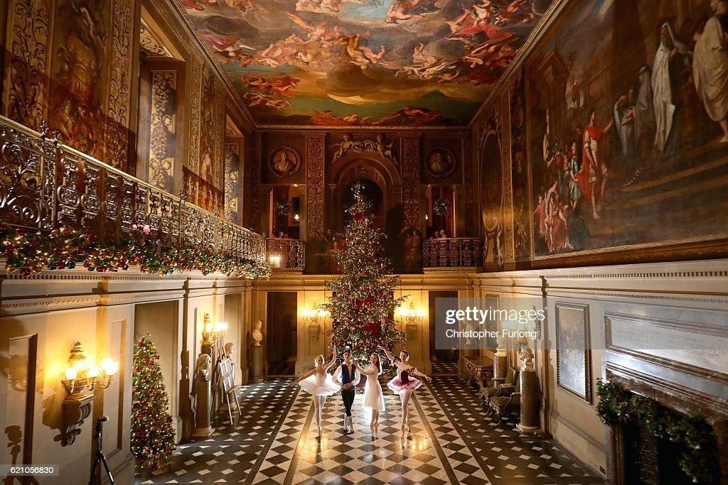 Chatsworth House Prepares For The Christmas Season : News Photo