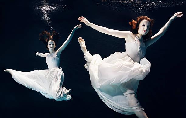 2 ballet dancers underwater