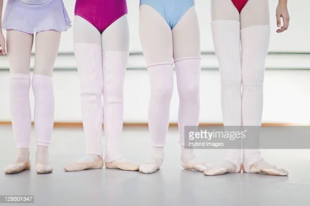 バレエダンサー着用レッグウォーマー - レッグウォーマー ストックフォトと画像