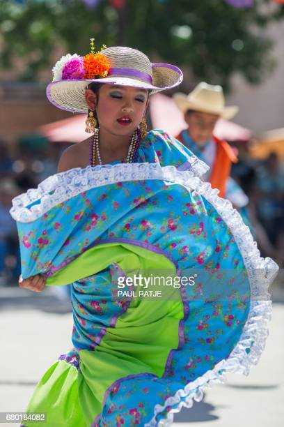 Ballet Folklorico dancers perform during the Cinco De Mayo Fiesta on the plaza in Mesilla New Mexico May 07 2017 / AFP PHOTO / PAUL RATJE