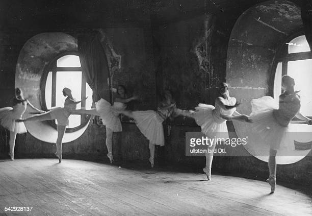 Ballet girls in tutus training on a ballet bar in a tower 1934 Photographer Alfred Eisenstaedt Published by 'Uhu' 8/1934 Vintage property of ullstein...