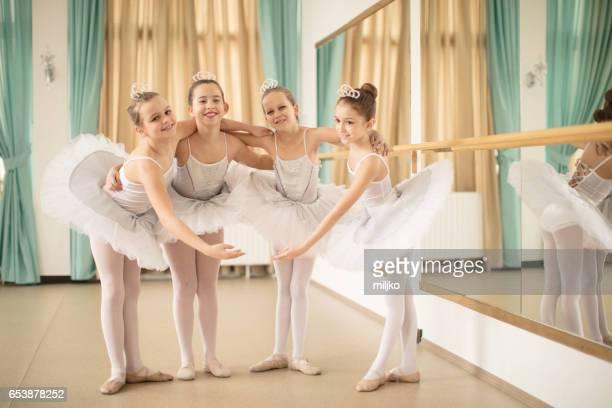バレエ学校クラス - バレエ ストックフォトと画像