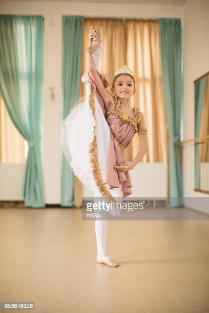 ballet school class - acrobatic activity stock pictures, royalty-free photos & images