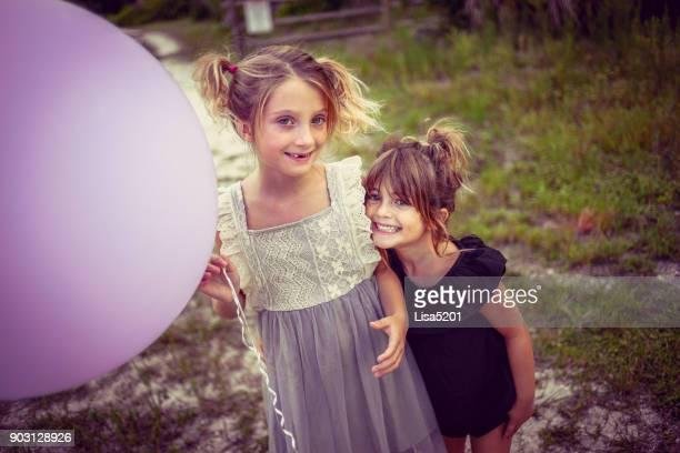 chicas de ballon - gorgeous babes fotografías e imágenes de stock