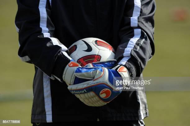 ILLUSTRATION ballon gants / Gardien Chambery / Sochaux 8eme Finale Coupe De France