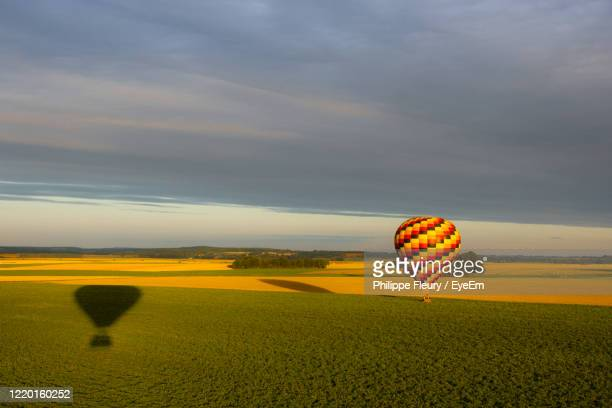 ballons flying over the country at dusk - oise stock pictures, royalty-free photos & images
