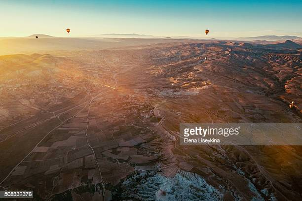 ballons over cappadocia. - アナトリア ストックフォトと画像