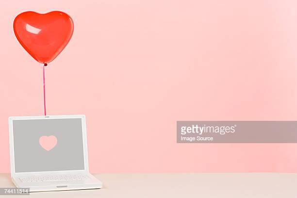balloon and laptop - daten stockfoto's en -beelden