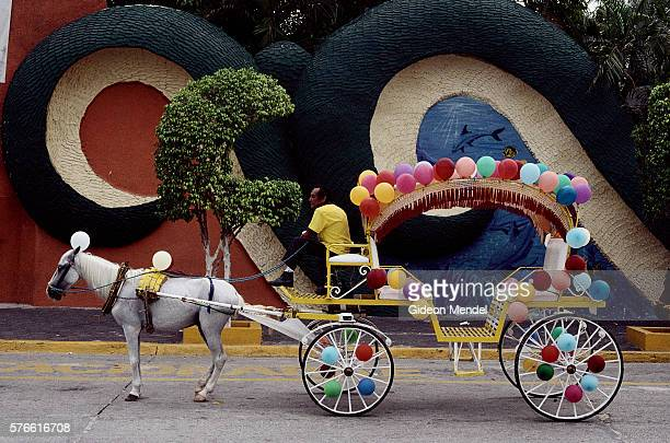 balloon covered carriage at cici water park - koets stockfoto's en -beelden