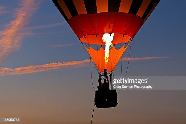 balloon ride at sunset - midland michigan stock pictures, royalty-free photos & images