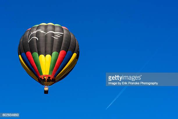 balloon rising - steamboat springs colorado - fotografias e filmes do acervo