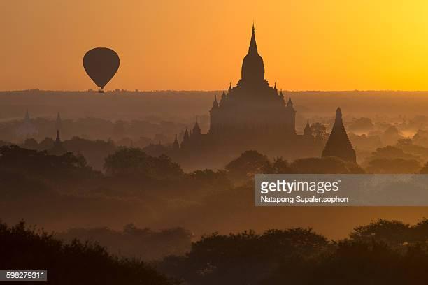 balloon sightseeing over bagan