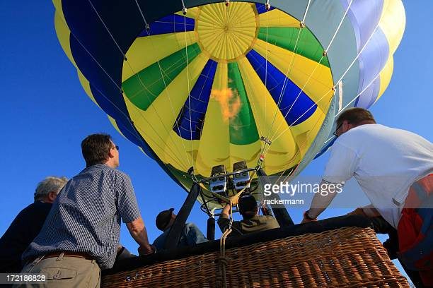 ballooning - holding the gondola before starting