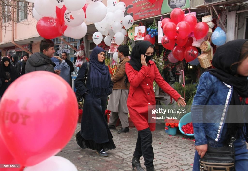 Valentines day in afghanistan pictures getty images balloons and gifts are seen at afghan streets and souvenir gift shops on valentines day in negle Images