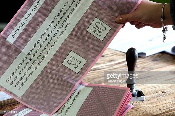 Ballot paper for the referendum on constitutional reform at a polling station on December 4, 2016 in Rome, Italy. The result of the government...