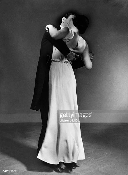 Ballroom dancing Softly swaying the upper body to the Rumba dance 1932 Photographer Karl Schenker Published by 'Uhu' 7/1932 Vintage property of...