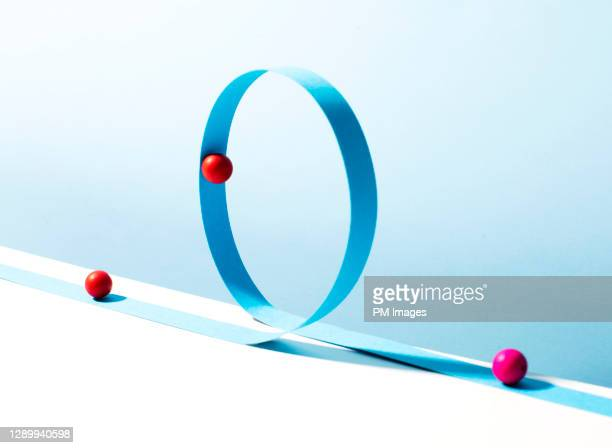 balls on a loop - continuity stock pictures, royalty-free photos & images