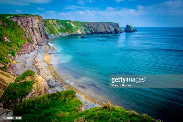 ballydowane cove, the copper coast geopark, bunmahon, county waterford, ireland. summer's day at ballydowane beach, near bunmahon. - county waterford ireland stock pictures, royalty-free photos & images