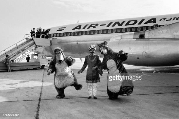 """Baloo et King Louie, personnage du dessin animé """"Le Livre de la jungle"""" de Walt Disney, arrivent en provenance de Disneyland via l'Inde, pour..."""
