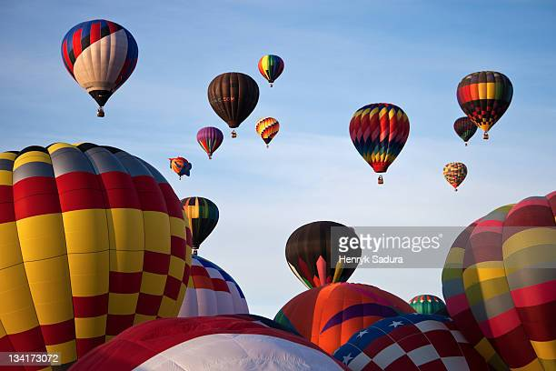 baloon fiesta - balloon fiesta stock pictures, royalty-free photos & images