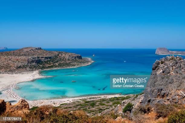 balos lagoon. coast of crete island in greece. - peninsula de grecia fotografías e imágenes de stock