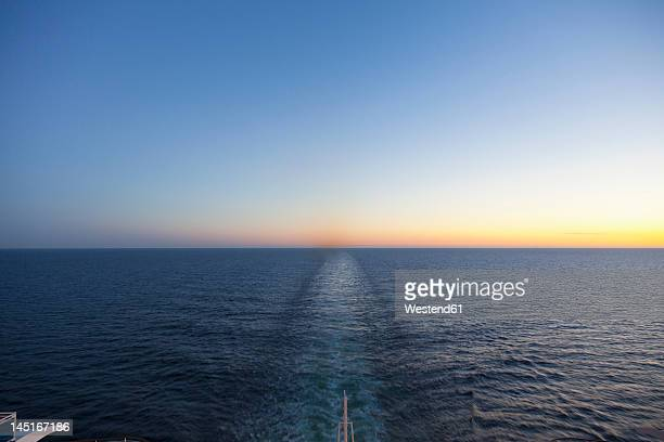 baltic sea, cruise ship travelling between russia and finland - kreuzfahrtschiff stock-fotos und bilder
