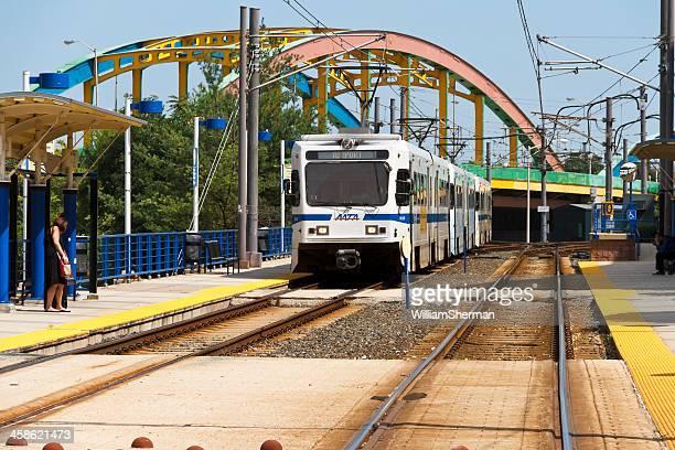 baltimore del tren ligero para los pasajeros de interrupción - baltimore maryland fotografías e imágenes de stock