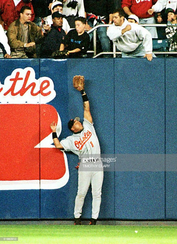 Baltimore Orioles' right fielder Tony Tarasco trio : News Photo