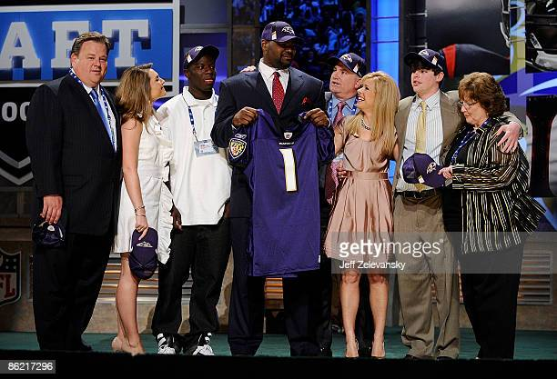 Baltimore Ravens draft pick Michael Oher poses for a photograph with his family at Radio City Music Hall for the 2009 NFL Draft on April 25 2009 in...
