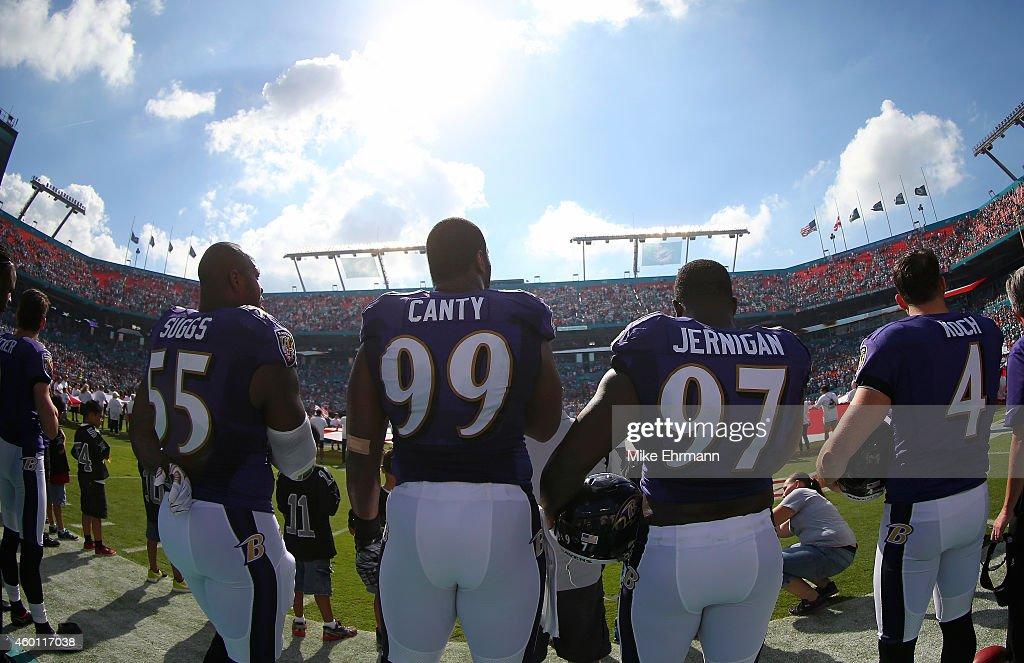 Baltimore Ravens v Miami Dolphins : News Photo