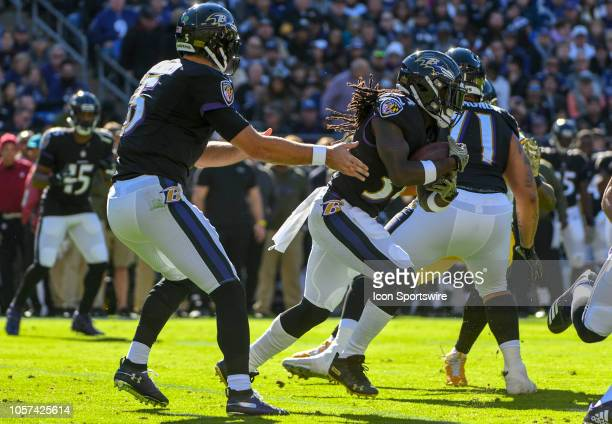 Baltimore Ravens quarterback Joe Flacco hands the ball off to running back Alex Collins in the first quarter against the Pittsburgh Steelers on...