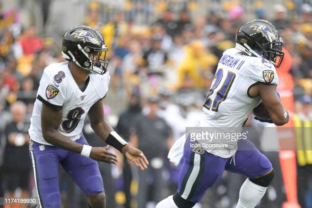 Baltimore Ravens quarterback Lamar Jackson hands the ball off to running back Mark Ingram during the game between the Pittsburgh Steelers and the...