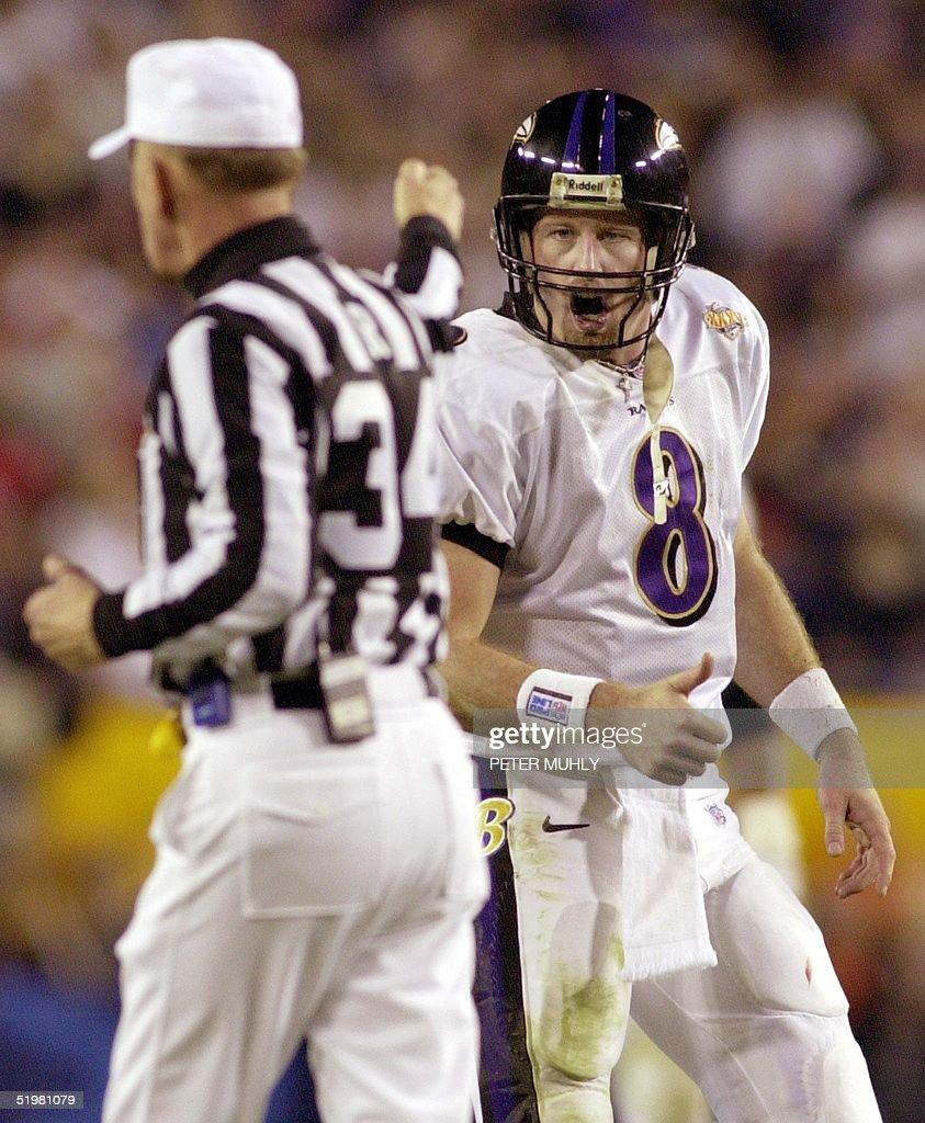 Baltimore Ravens' quarterback Trent Dilfer (R) yel : News Photo