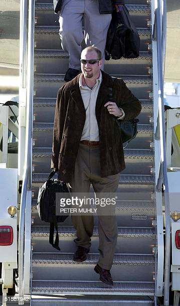 Baltimore Ravens' starting quarterback Trent Dilfer arrives at Tampa International Airport 22 January 2001 in Tampa FL The Ravens will start workouts...