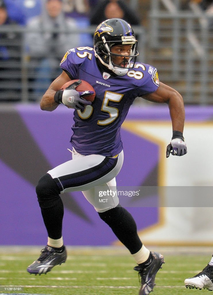 baltimore ravens wide receiver derrick mason looks for yards after a