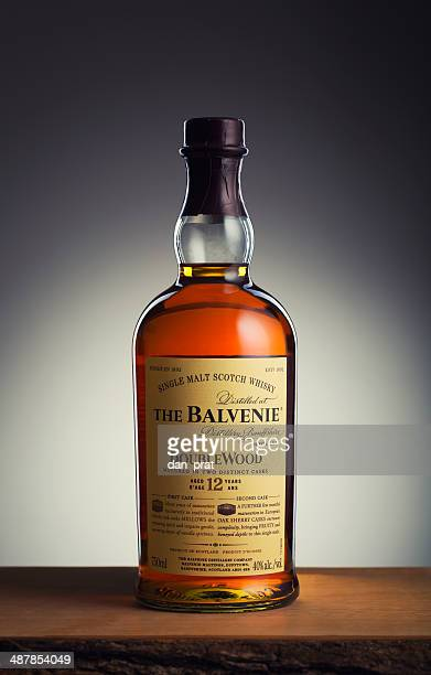 balvenie 12yr scotch whisky - scotch whiskey stock pictures, royalty-free photos & images