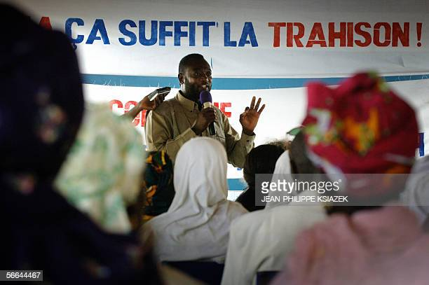 People attend a meeting on immigration and the new laws concerning illegal immigrants in France 22 January 2006 in Bamako during the first...