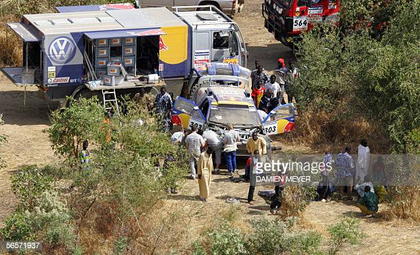 View of the scene where Germany's Jutta Kleinschmidt crashed her Volkswagen during the eleventh stage of the 28th Dakar rally ran between Kayes and...