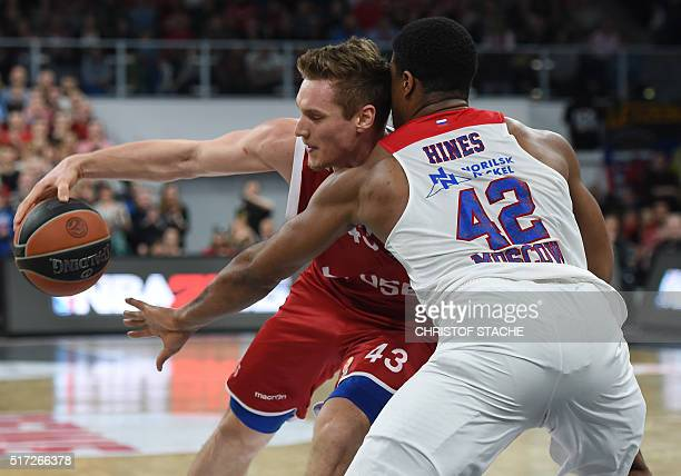 TOPSHOT Bamberg's Croatian center Leon Radosevic and Moscow's US forward Kyle Hines vie for the ball during the EuroLeague top 16 Group F basketball...