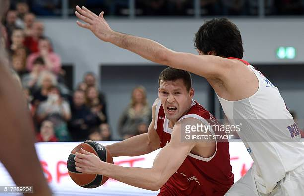 Bamberg's Latvian guard Janis Strelnieks and Moscow's Serbian guard mills Teodosic vie for the ball during the EuroLeague top 16 Group F basketball...