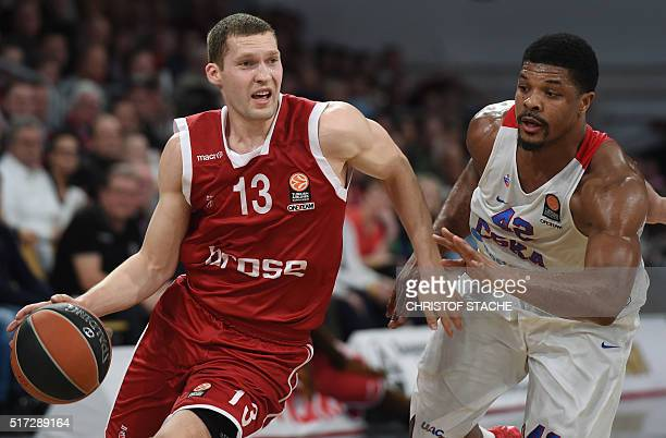 Bamberg's Latvian guard Janis Strelnieks and Moscow's US forward Kyle Hines vie for the ball during the EuroLeague Top 16 Group F basketball match...