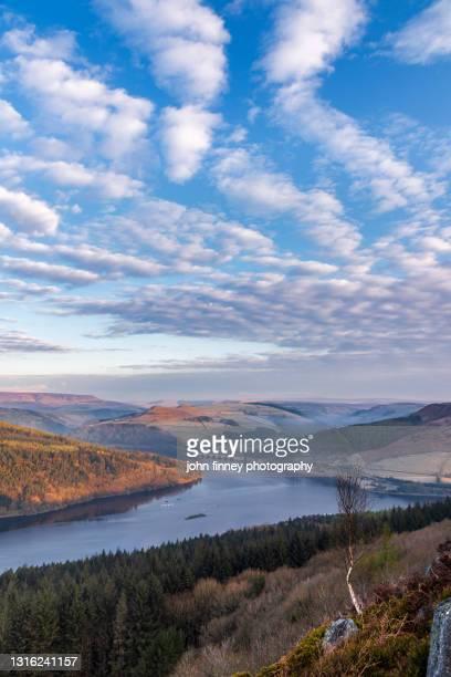 bamford edge sunrise overlooking ladybower reservoir, peak district. uk - dramatic landscape stock pictures, royalty-free photos & images