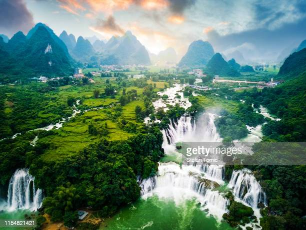 ban gioc detian waterfall at the border of china and vietnam - vietnam stock pictures, royalty-free photos & images