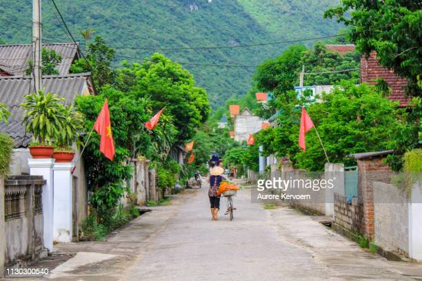ban lac, mai chu region, north vietnam, august 2017 - mai chau stock pictures, royalty-free photos & images