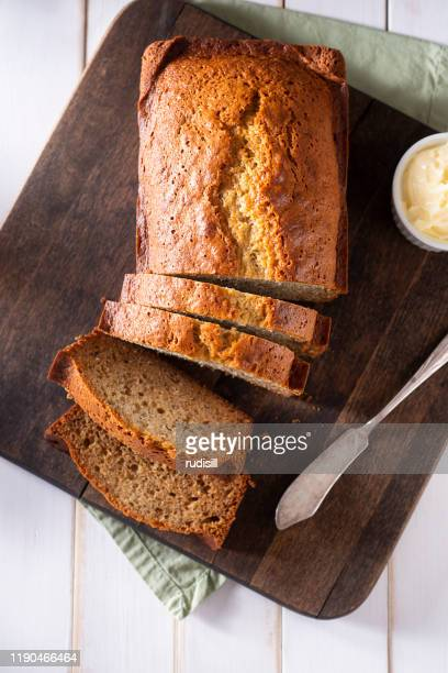 bananenbrood - banana loaf stockfoto's en -beelden