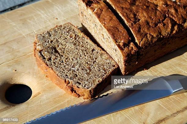 banana bread - banana loaf stockfoto's en -beelden