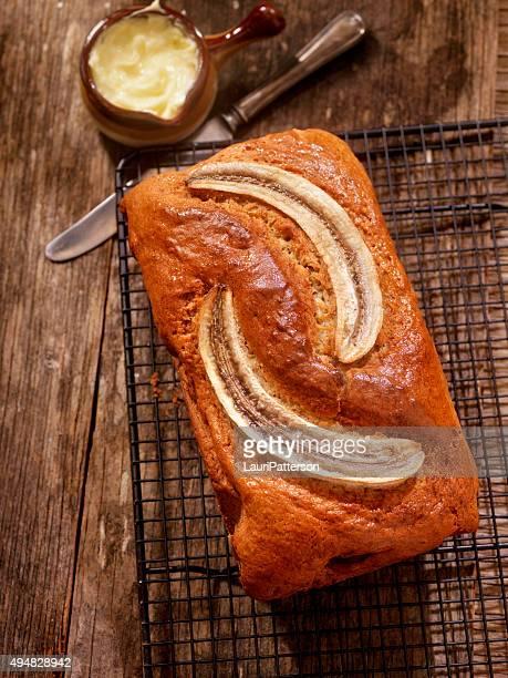 banana bread with butter - banana loaf stockfoto's en -beelden