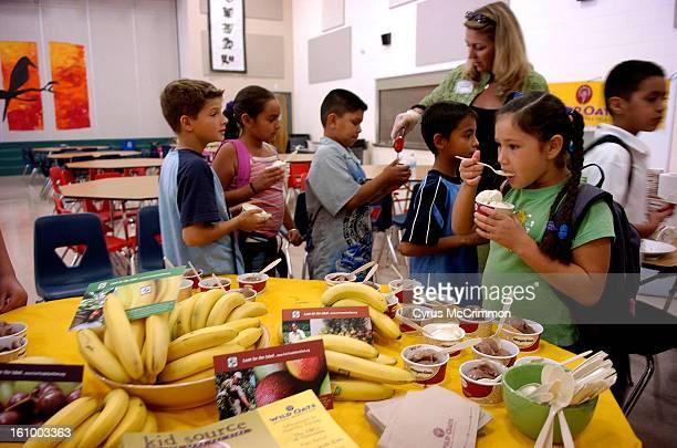 DENVER CO MONDAY OCTOBER 3 2005 Banana farmer Jovanny Coronel from Equador talked to students at the Academia Ana Marie Sandoval at 3655 Wyandot...