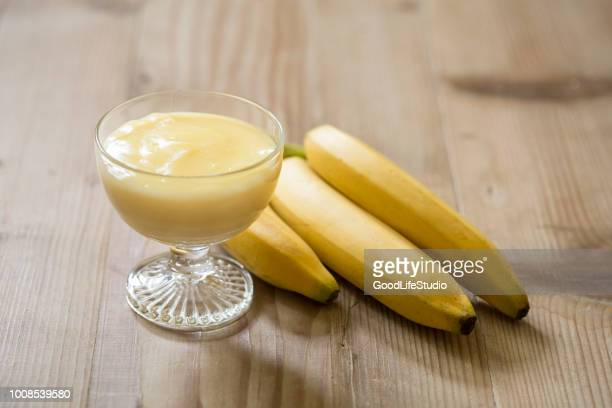 banana pudding - mousse dessert stock pictures, royalty-free photos & images
